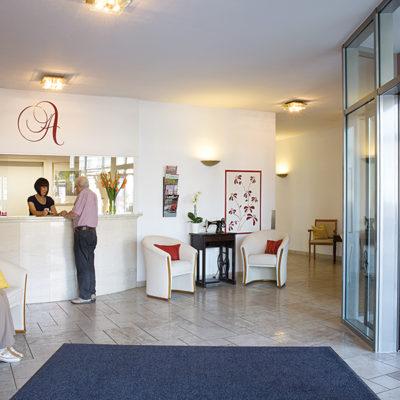 Schönes Foyer als Treffpunkt